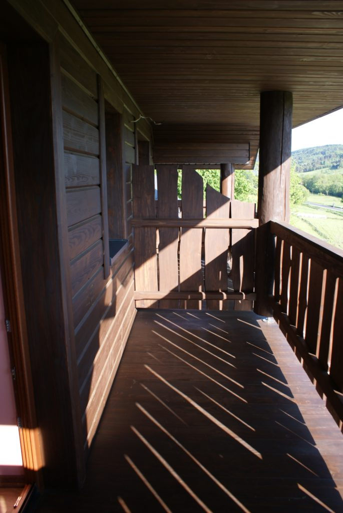 Balkon na Żuków 685x1024 - Dom Na Skale Rabe