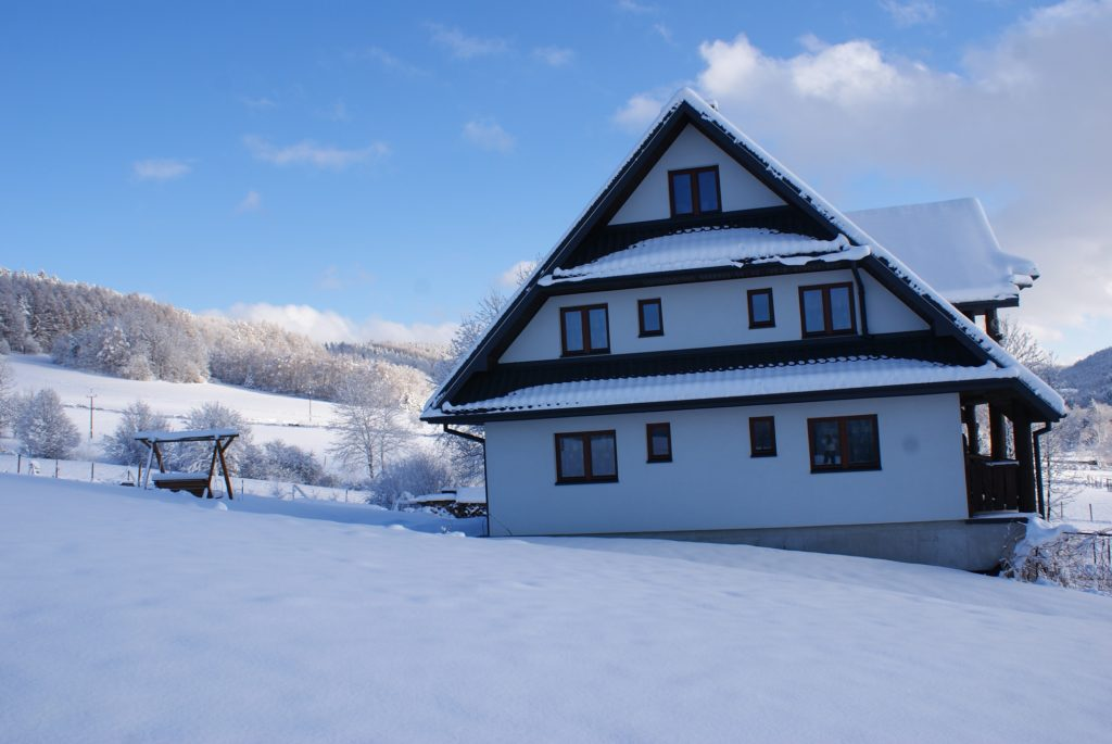 Nasz Dom zimą 1024x685 - Pensjonat Agroturystyka