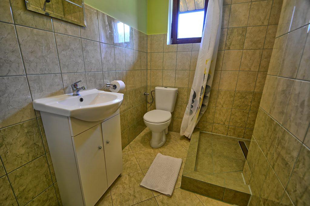 Łazienka pokój 3 osobowy 1 1024x682 - Galeria